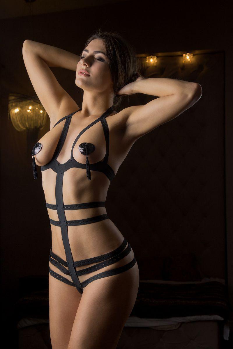 Эффектное боди Огонь с открытой грудью