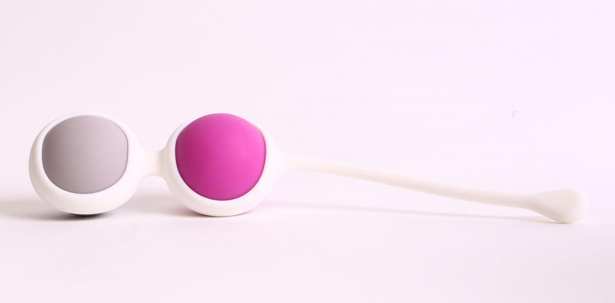 Вагинальные шарики разного веса в белом держателе-8649