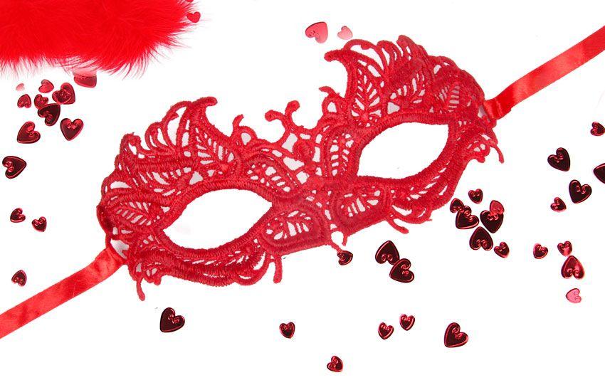 Красная ажурная текстильная маска Андреа